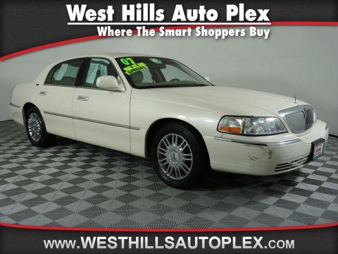 Pre-Owned 2007 Lincoln Town Car Signature Limited
